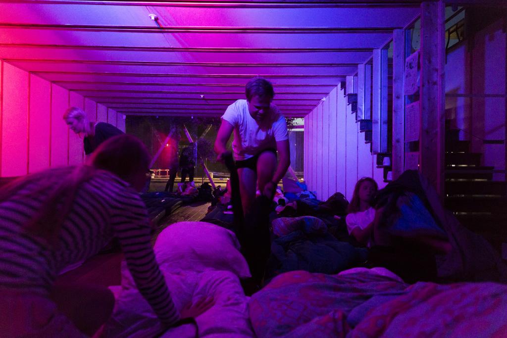 DoV-JonathanGrevsen-SleepLR08