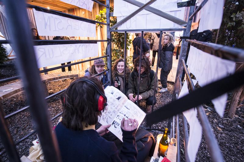 """Musikere og kunstnere fra Kulturentreprenøruddannelsen udstiller værker og præsenterer musik med omdrejningspunktet """"Min indre aktivist, det jeg brænder for"""". Værkerne er site specific og skabt til Dome of Visions."""